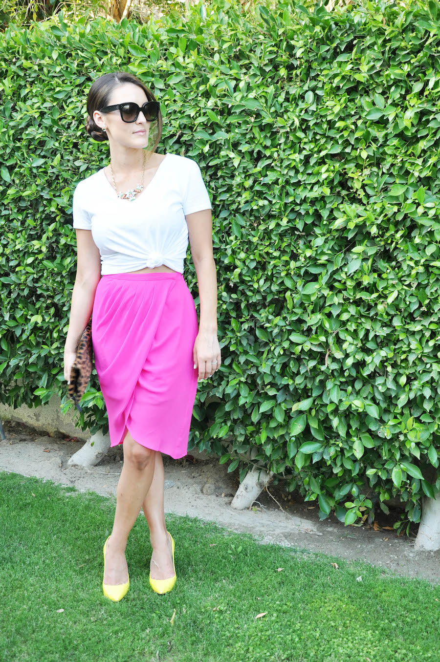 hot pink skirt_white tee_1