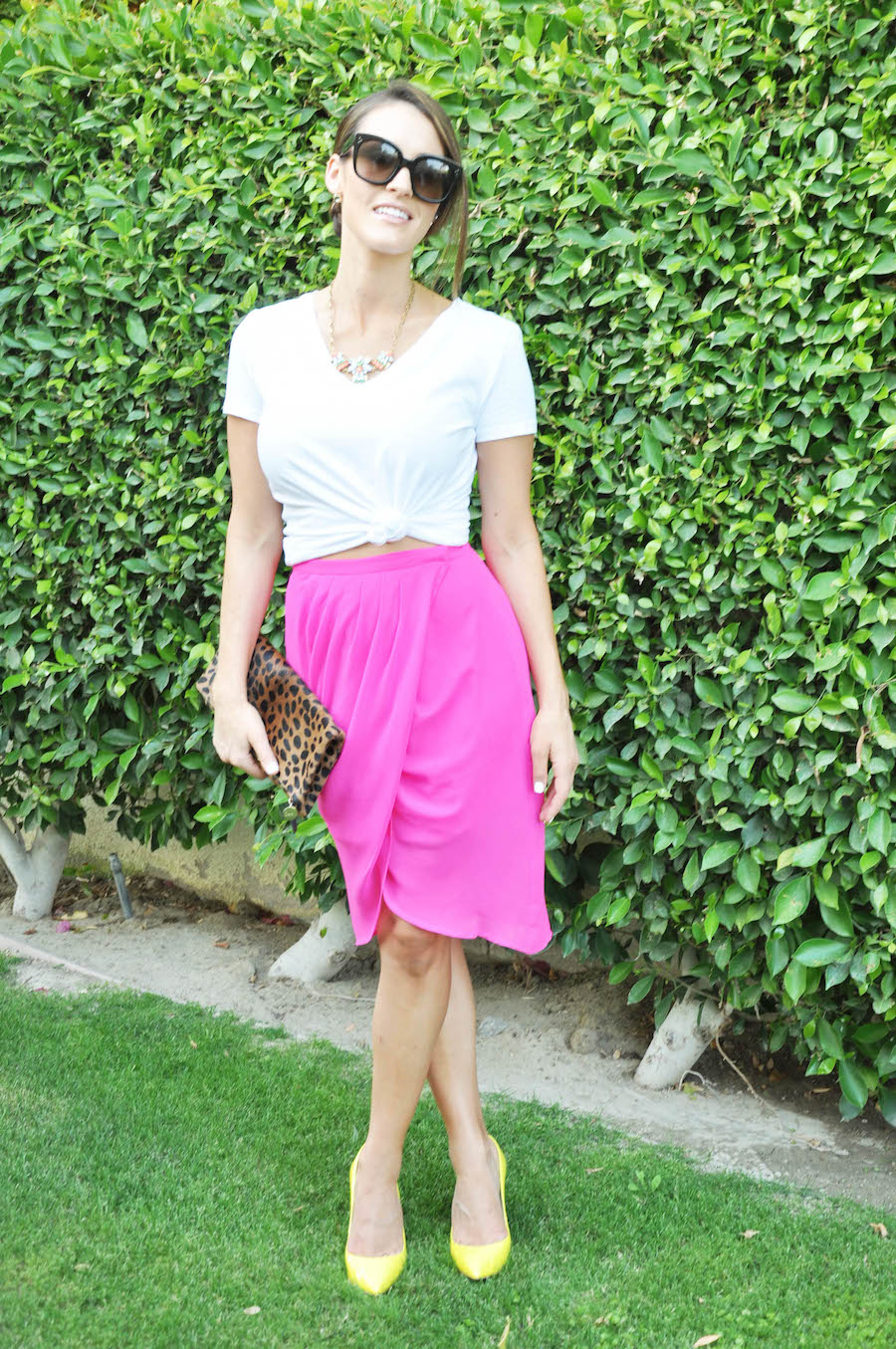 hot pink skirt_white tee