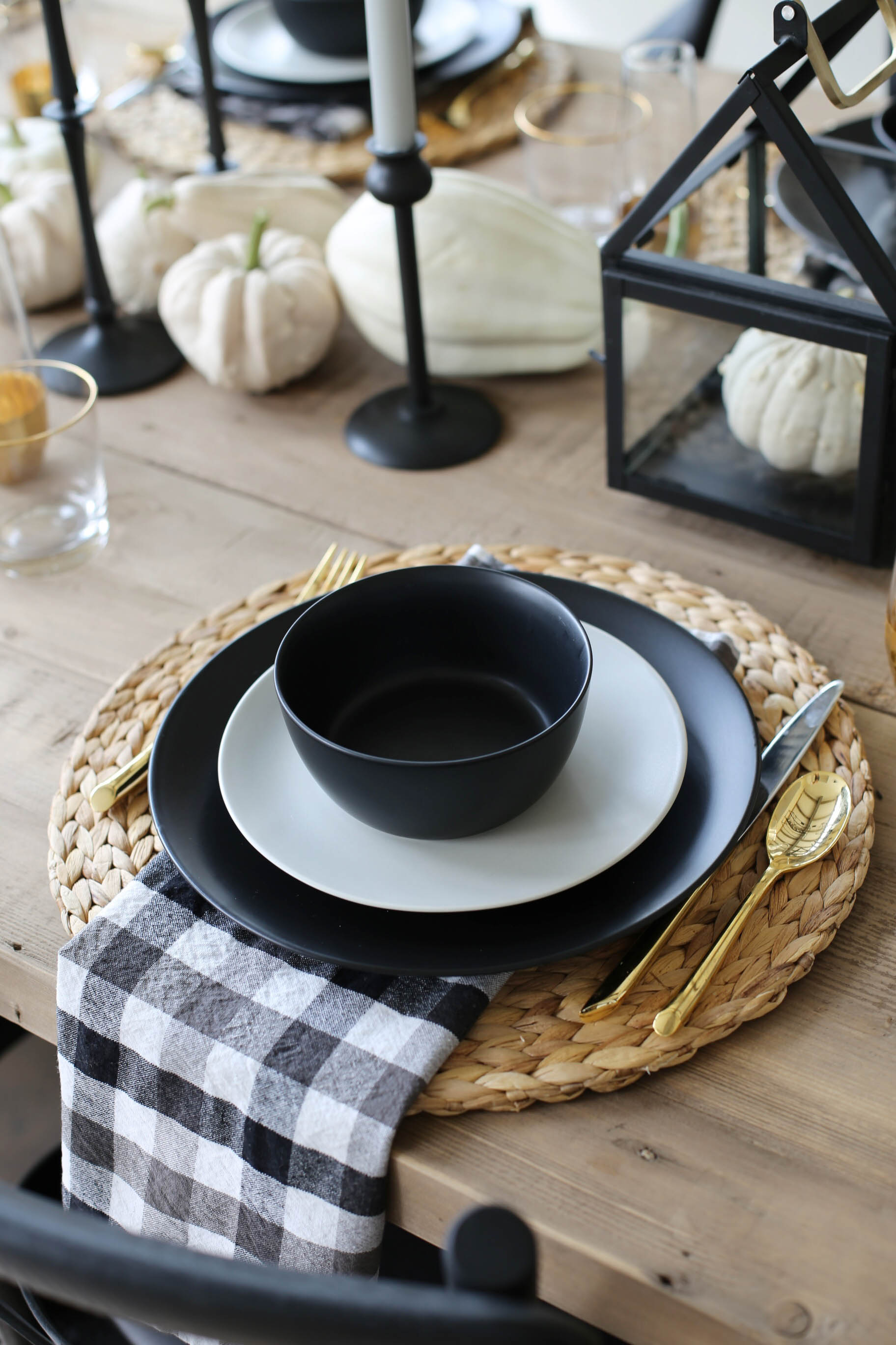 modern farmhouse tablescape